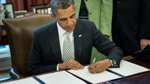 obama-signs-monsanto-act.si
