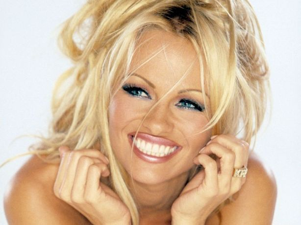 celebrities-pamela-anderson-588451